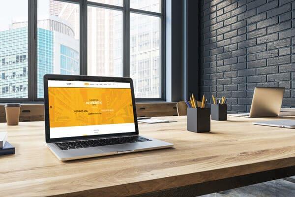 Náhľad stránky GrandTaxi.sk na notebooku